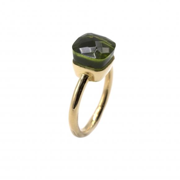 Anello Labriola in metallo dorato con pietra sfaccettata verde peridoto
