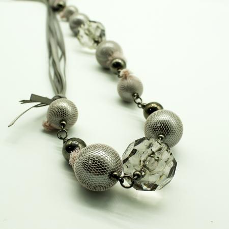 Collana Ottaviani in tessuto con pietre dure e perle grigie